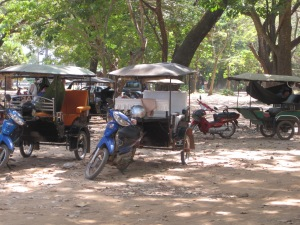 Tuk tuks - notice the hammock in the one on the back right